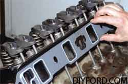 [How to Install Heads and Assemble the Small-Block Ford Top End]13