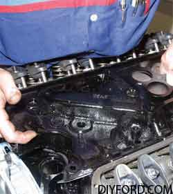 [How to Install Heads and Assemble the Small-Block Ford Top End]17