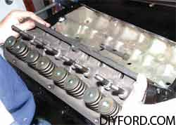 [How to Install Heads and Assemble the Small-Block Ford Top End]2