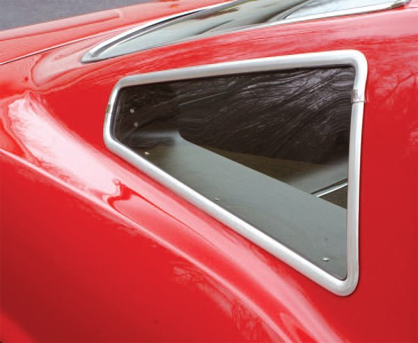The one styling feature that is perhaps most commonly identified with the 1966 GT350 (on a par with the side air scoops) was the Plexiglas quarter window that replaced the Mustang's (and the 1965 GT350's) roof louvers. The plexiglas windows were not flat, but slightly curved to match the Mustang's roof contours, and were held in place by extruded aluminum frames that were pop-riveted into the roof opening. The overall effect was a very neat and professional installation. Shelby American sold the components as an over-thecounter parts accessory kit and more than just a few 1965 Shelby and regular Mustang owners added the windows to their cars. This proved very disappointing and troublesome for owners of 1965 Shelbys years later, as they found out to their considerable dismay, that the 1965's iconic roof vents and supporting structure had been hacked out and replaced by windows. This was the Shelby equivalent of cutting out the rear window divider in a 1963 split-window Corvette.
