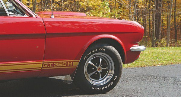 The chrome Magnum 500 wheels used on the Hertz program in 1966 were the only allchrome wheels used on any of the Shelby Mustangs; 1965 Cragars, 1967 Mag-Stars, and 1969 Shelby wheels all had chrome rims, but with aluminum centers.