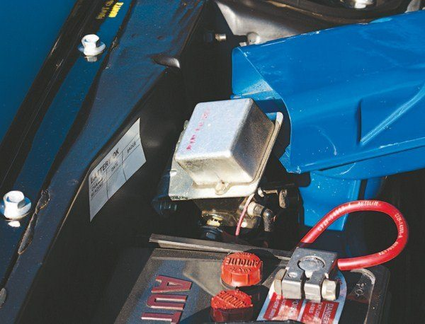 Unique to GT500 KRs (because of their 428 Cobra Jet powerplants), a starter delay is used to prevent damage to the ring gear by delaying engagement of the starter until a few seconds after the ignition key is turned. The 428 CJ Mustangs were also equipped with the electronic delay