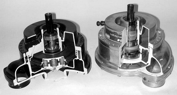 This photo shows cutaway models of both the Paxton SN-60 (left) and SN-2000 (right). Forty years of engineering, refinement, and improvements are quite obvious.