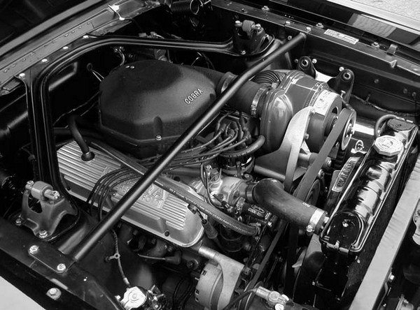 The OE automotive project, which really vaulted the Paxton name into the limelight, was the Paxton-supercharged 1966 Shelby GT 350 Mustang. Rated at 306 hp from Shelby American Inc., a Holley-carbureted Paxton SN-60 street blower setup would boost the horsepower rating of the Hi-Po 289 K-motored Ford small-block up to 375 hp – registering a 68-hp gain! This factory-installed option could be ordered through Shelby American on the 1966 through 1968 model small-block cars, as well as from Ford dealers with applications from 1965 to 1970 small-block Ford V-8s.