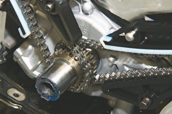 Both timing chains meet at the crank sprocket as shown. The left-bank (driver) chain is installed first, then the right (passenger). Timing marks on the links and gears allow timing adjustment during chain installation.