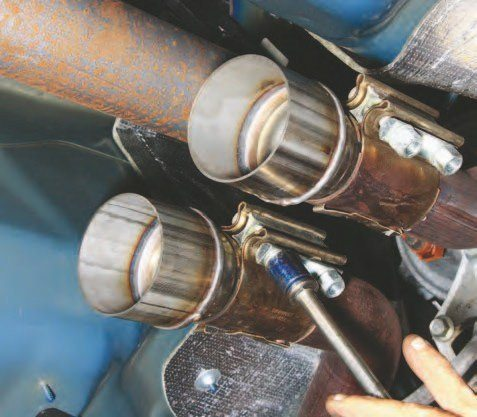 These 21⁄2- to 3-inch adaptors are fitted to the catalytic converter pipes. The aerospace exhaust clamps secure the adaptors and are easily removed should maintenance be required. Pipes sized 21⁄2 to 3 inches allow exhaust gas expansion and improved scavenging.